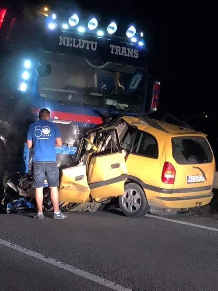 El exceso de velocidad y adelantamientos inadecuados, se lleva la vida de un joven de 21 años que chocó contra un camión